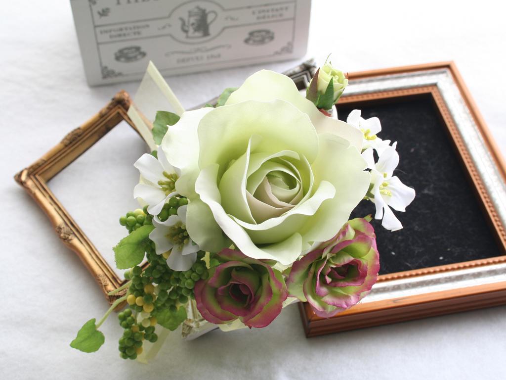 ライトグリーンのバラのコサージュセット