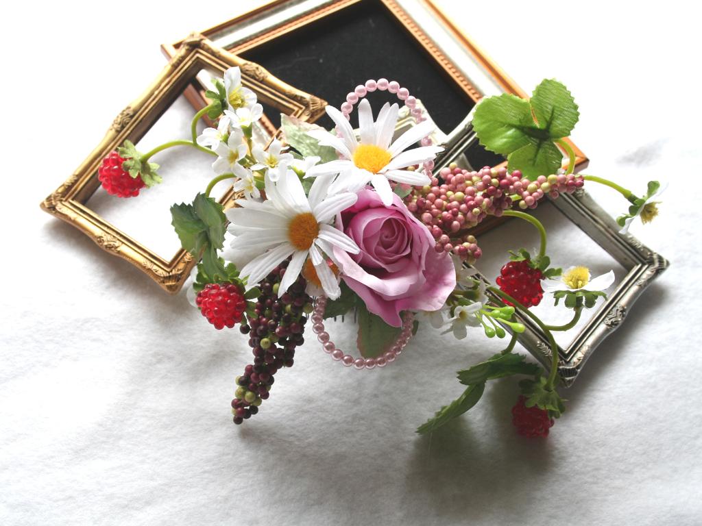 コスモスと苺の髪飾り、7パーツ付き