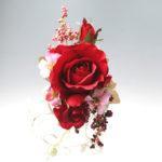 赤バラのモダンな髪飾り