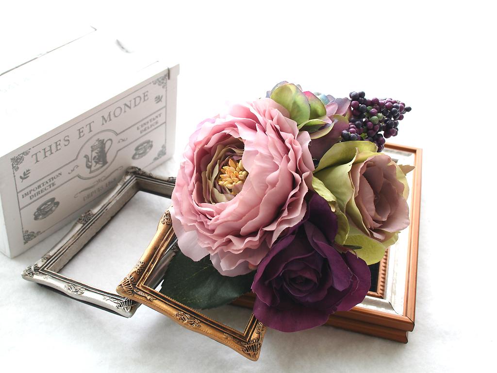 シックなお色でまとめたラナンキュラスとバラの髪飾り(Uピン)